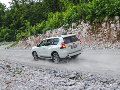 Test Toyota Land Cruiser 2.8 D-4D Executive 35