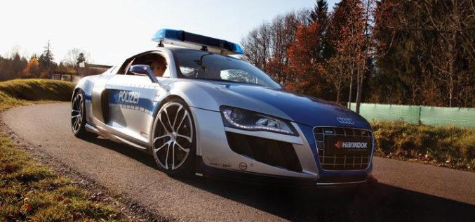 Policija u R8 GTR