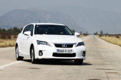 Uporedni test: Toyota Auris HSD vs. Lexus CT200H