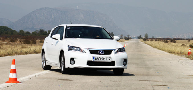 Uporedni test: Toyota Auris HSD vs. Lexus CT200H