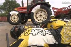 Test: Traktor vs. motorcikl