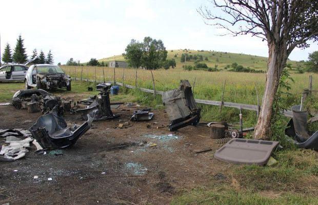 Dijelovi ukradenih automobila na Sokocu 2014 - 04