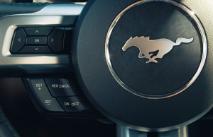 Ford Mustang volan