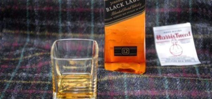 Black Label i Harris Tweed imaju ideju kako da vaš šal miriše na viski