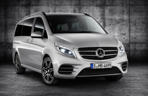 V-Klasse – V 250 d, Exterieur, brilliantsilber metallic, AMG Line – Front- und Heckschürzen, Seitenschwellerverkleidungen, 19-Zoll-Leichtmetallräder und Abrisskante  V-Class – V 250 d, Exterior, brilliant silver metallic, AMG Line – front and rear aprons, side sill panels, 19-inch light-alloy wheels and spoiler lip