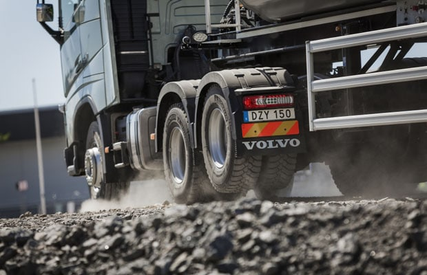 Volvo Trucks Tandem Axle Lift 02
