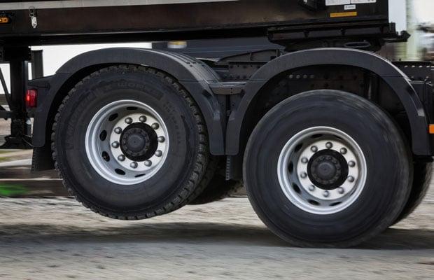 Volvo Trucks Tandem Axle Lift 04