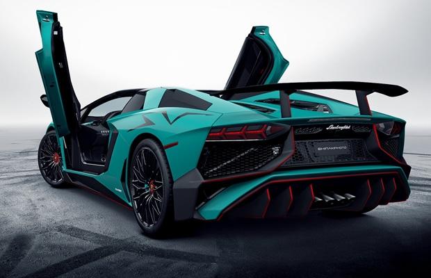 Lamborghini-Aventador-LP750-4-SV-Roadster-rear-three-quarters-left-leaked-image