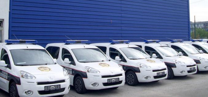Policija vozi Peugeot
