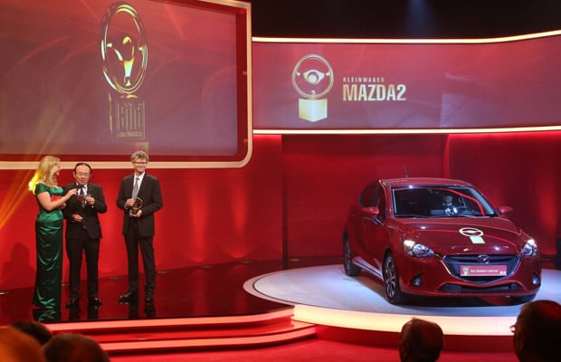 All-new_Mazda2_Golden_Steering_Wheel_2014_Takahisa_Sori_on_stage__jpg72