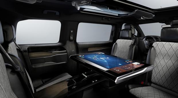 Peugeot Traveller i-Lab VIP 3.0 shuttle 02