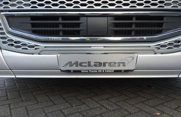 Volvo-Trucks-FH-McLaren-Honda-F1_3