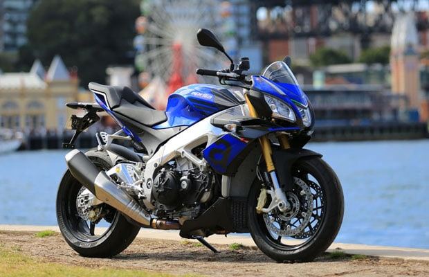 2015-Aprilia-Tuono-V4-1100-Bike-Review-2