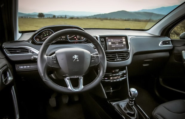 test-peugeot-2008-1-6-allure-facelift-620-04