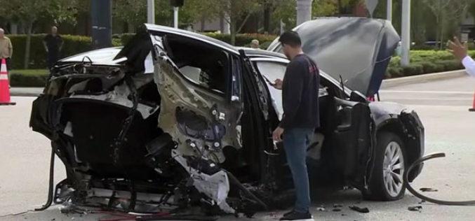 Teslin model X prepolovio se nakon udesa sa Nissan GT-R-om